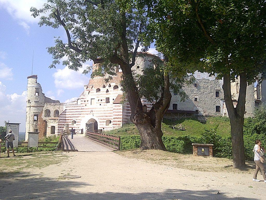 Janowiec Castle: main entrance